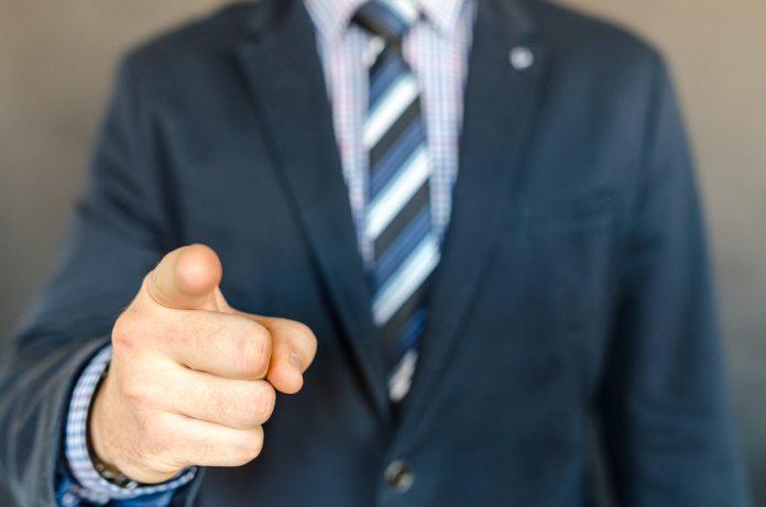 להוביל ולהשפיע : כיצד תהפכו ממנהלים למנהיגים